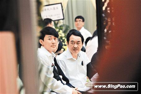 林峰披孝服出席奶奶葬礼忍痛坚强准备个唱(图)