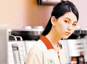 昆凌在广告中饰演便利商店店员