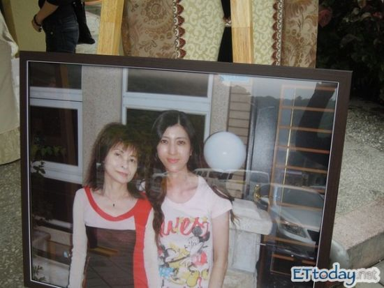 陈俊生女友陈怡婷(右)生前倩影