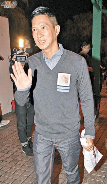 张家辉知道刘伟强喝酒很厉害,因此带酒到贺。