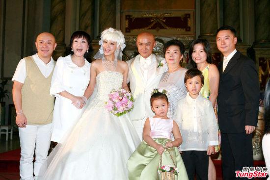 张卫健09年结婚,HENRY与家人还一起祝贺