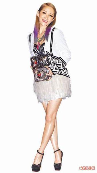 33岁萧亚轩喜欢时尚流行装扮。