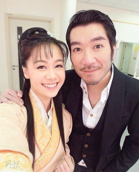 黄心颖在微博上载了跟张家万的合照作悼念。