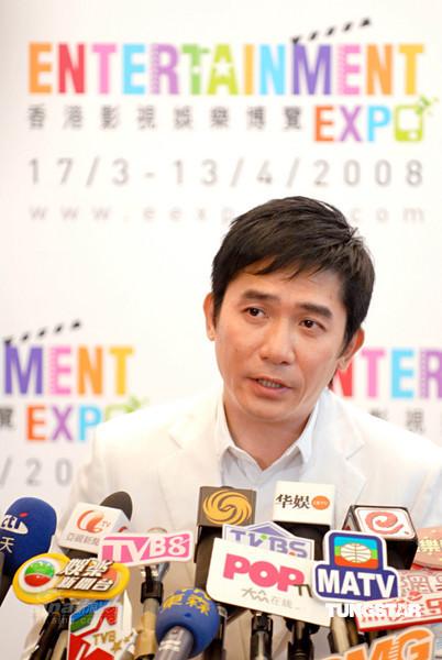 组图:梁朝伟出席记者会自曝将与刘嘉玲完婚