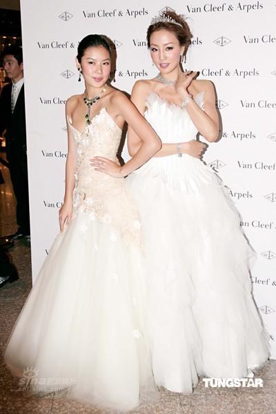 组图:乐基儿着华丽婚纱走秀完美诠释高贵典雅