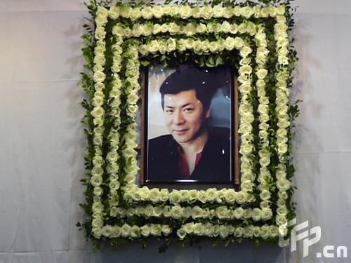 组图:龙方追悼会举行吴孟达向华强到场悼念