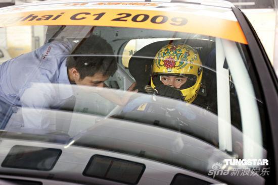 组图:郭富城慈善车赛开赛在即排位赛位列第三