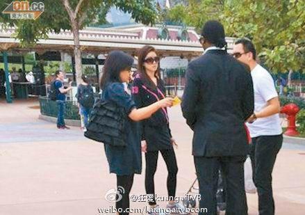 日本女模特被拦住采访
