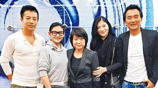 左起:汪小菲大S夫妇、演员王月、《流星花园》导演蔡岳勋及妻子于小惠