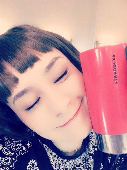 蔡卓妍31岁生日,阿娇眯眼扮可爱送祝福