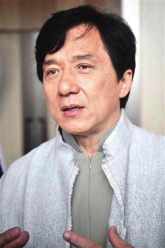 成龙当选香港演艺人协会主席