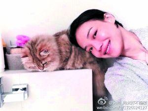 舒淇与表情淡定的爱猫