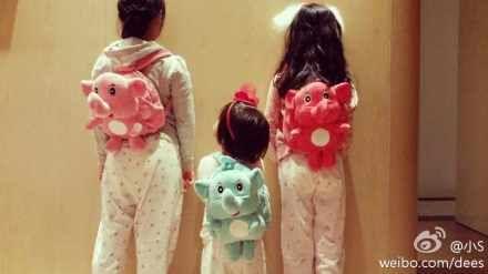 三个女儿排排站,小女儿呆萌