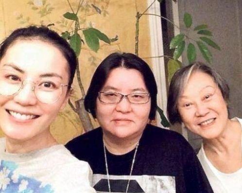 王菲与好友邱��宽、陈家瑛(资料图)