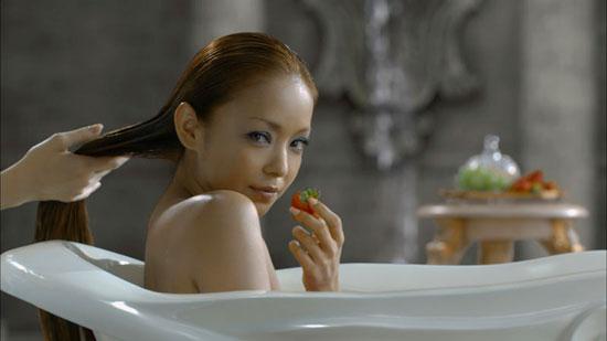 安室奈美惠拍广告宫中出浴场面华丽(图)