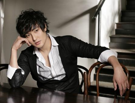 韩娱每周一星:安七炫退役归来京城开唱