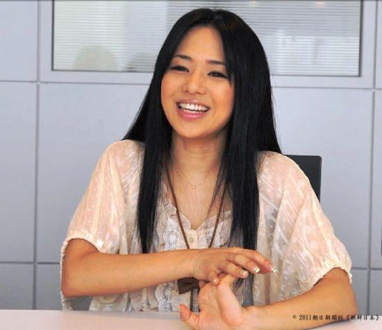 苍井空谈微博经验 希望学好中文能在中国找男友