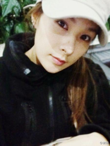 蔡妍在微博中晒出的自拍照