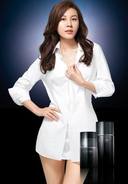 韩国女广告金荷娜动态教师拍化妆品艺人图造型性感黑丝性感图片