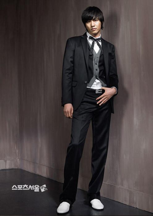 组图:元彬代言时装帅气有型各色领结显俏皮