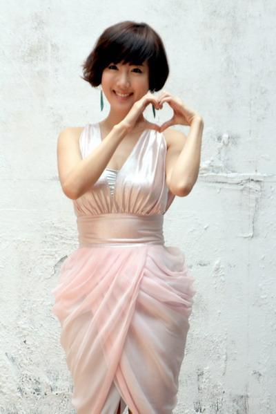 组图:韩星Star短发拍写真性感亮相显成熟妩媚