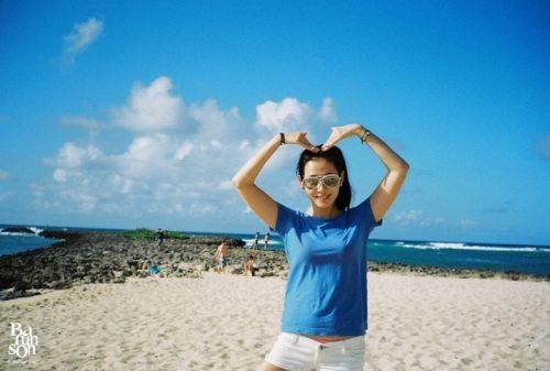 组图:孙艺珍公开夏威夷旅游照素颜引粉丝注目