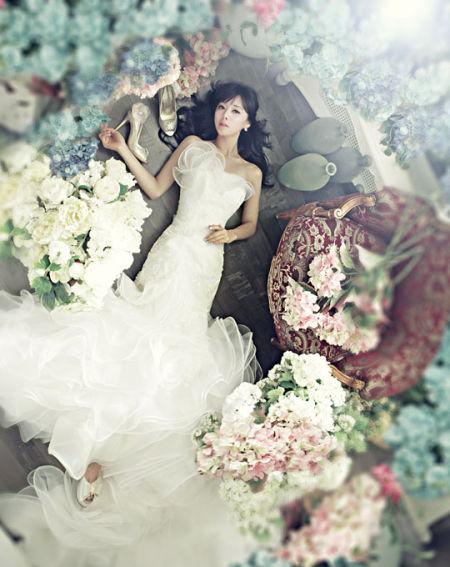 韩国女艺人洪秀雅拍婚纱杂志写真(组图)