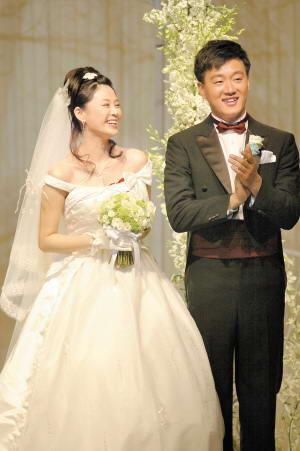 佟大为结婚幸福甜蜜新娘小腹微凸用花遮(附图)
