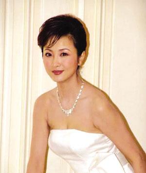 胡紫微在北京台悄然复出当《拍宝》主持人(图)
