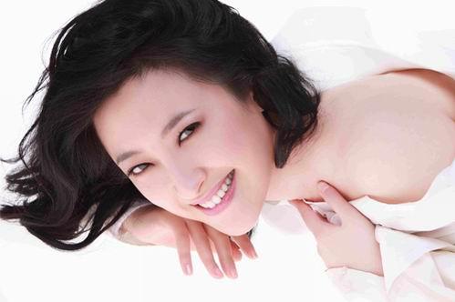 冠军金美儿成广告宠儿代言著名化妆品牌(图)