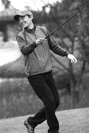 全明星高尔夫球赛成都举行孙海英张震一展球技