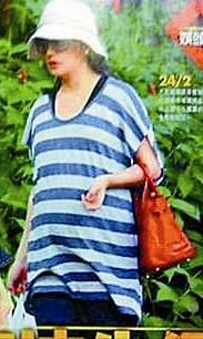 新加坡网友曝赵薇剖腹生女称老公全程陪护