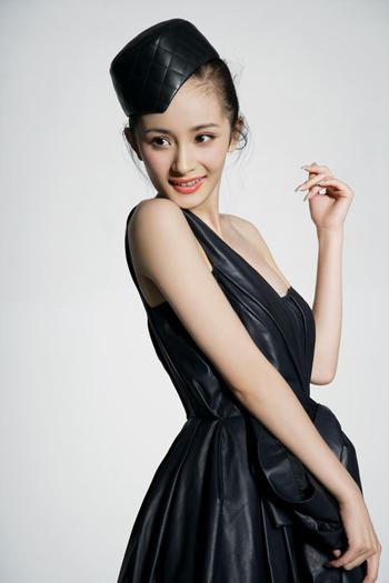 杨幂与荣信达合同到期已签约香港经纪公司