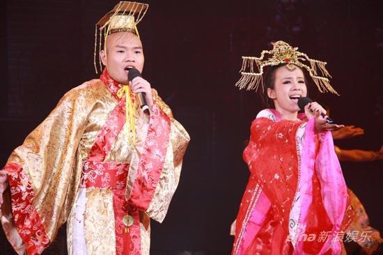 司徒嘉伟,郭美孜(左起)