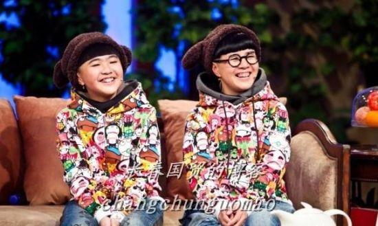 刘纯燕与女儿犹如姐妹俩
