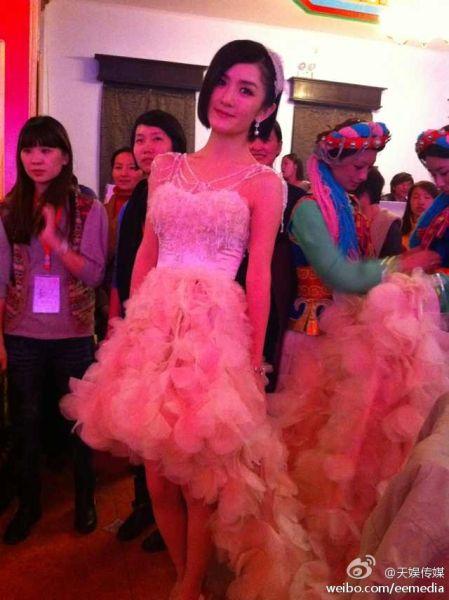 谢娜穿第三款婚纱