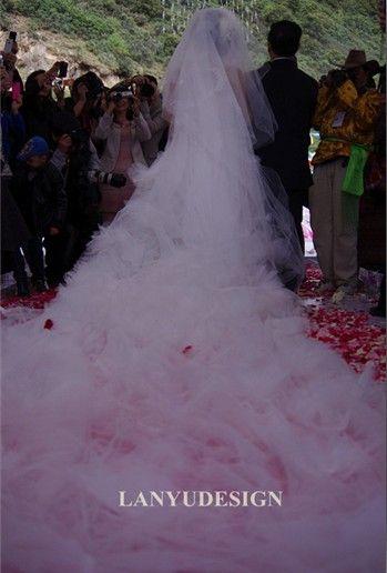 九米拖尾的婚纱