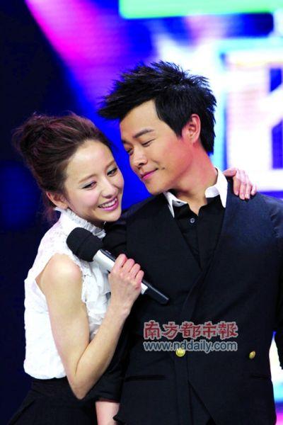 佟丽娅与陈思成在《快乐大本营》中承认恋情