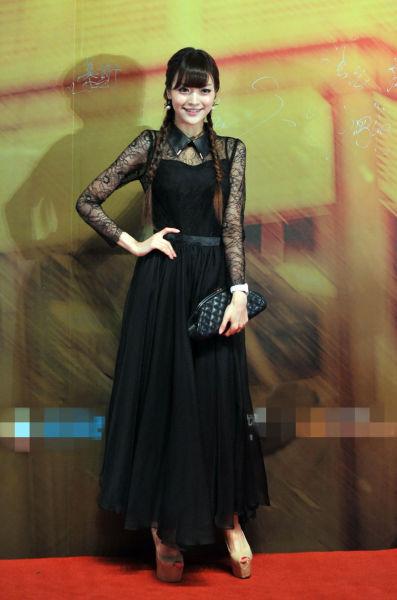叶熙祺公主装亮相显修长骨感