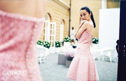 姚晨穿粉裙甜美