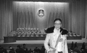 """1月22日,到甘肃参加""""两会""""的彭丹在会场留影。(图片由受访者提供)"""