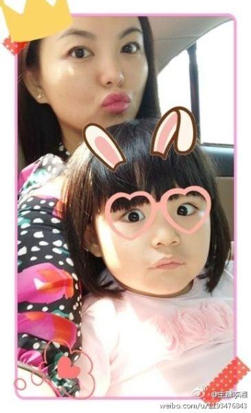 李湘和女儿卖萌