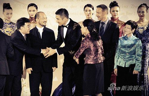 胡兵传递中国文化