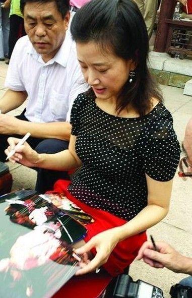 宋祖英出席画家黄永玉90岁生日庆典和画展