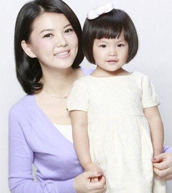 李湘与女儿(资料图)