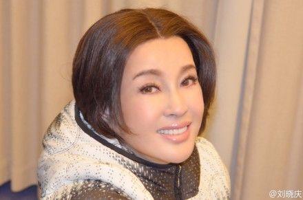 刘晓庆生日晒自拍照 刘嘉玲微博庆贺