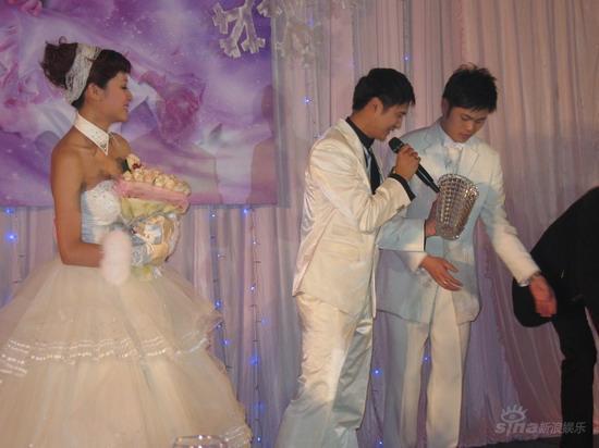 图文:田亮叶一茜新婚典礼现场-田亮在典礼现场