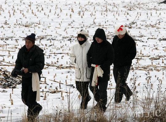 图文:赵本山回乡办父亲丧礼--开原老家已下雪