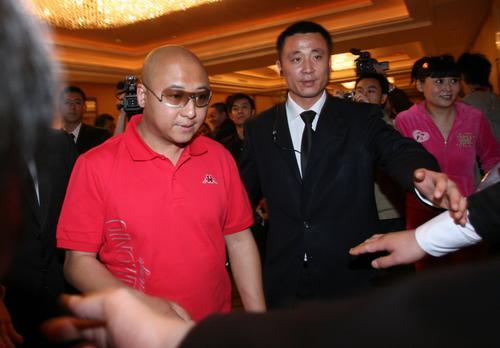 组图:佟大为北京举行婚礼周晓鸥红装亮相