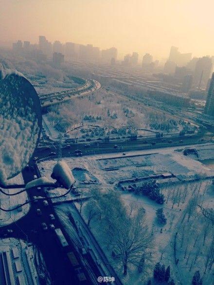 陈坤高楼俯拍都市雪景
